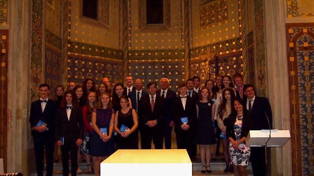 Slavnostní zahájení 24. ročníku programu EUREGIO-Gastschuljahr, 22 českých studentů a pozvaní hosté, zástupci škol a dalších institucí z jižních Čech a Bavorska.
