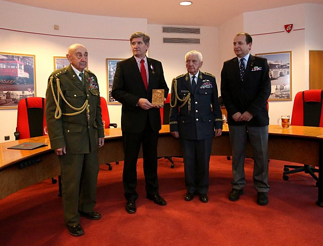 Odcházející ředitel Budvaru Boček dostal vyznamenání od legionářů