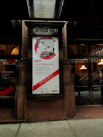 Několik Jihočechů, členů České filharmonie, si zahrálo při turné orchestru vUSA ve slavné Carnegie Hall. Zážitkem bylo isetkání sdojatými krajany.