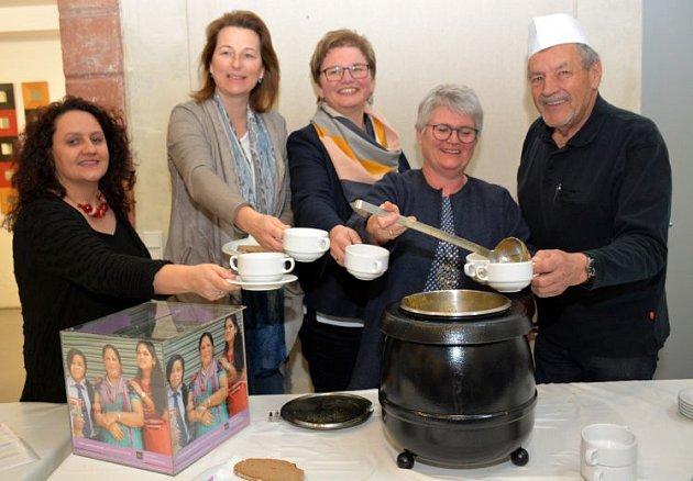 Rodinnými polévkami pomohli Nepálu.