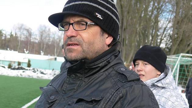 Manažer fotbalového oddílu Pavel Mádl přihlížel silvestrovskému fotbálku na Hluboké.