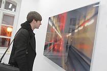 V českobudějovickém Domě umění končí 22. března výstava, na které své fotografie představuje Jörg Sasse (*1962), rodák z německého BadSalzuflenu.