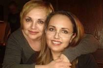 Už třiadvacet let žije Biljana Zjakič (na snímku vpravo se sestrou Ljiljanou Škorić) v Českých Budějovicích.