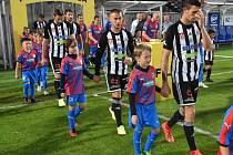 Dynamo v I. lize hostí v neděli od půl čtvrté Bohemku (na snímku z minulého zápasu doma s Plzní nastupují Lukáš Havel, Filip Havelka a další hráči černobílých).