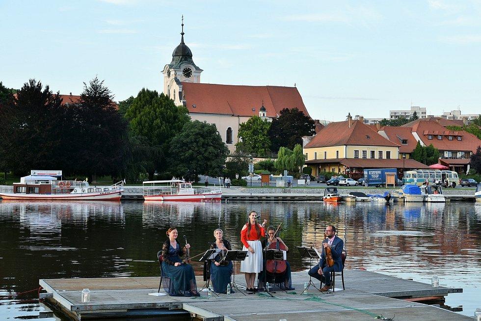 Koncert filmové a seriálové hudby v Týně nad Vltavou