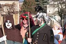 Místo růžiček a slámy včera koledníci vsadili v Rudolfově na stříbro. Iluze byla dokonalá a připomínka zdejších slavných dolů také, i když by zřejmě žádný zlatník na tuhle ozdobu opravdový punc nikdy nedal.