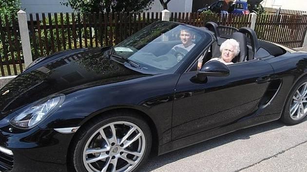 Porsche pro 89letou babičku.