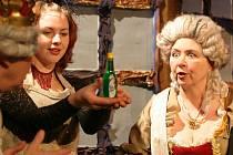 Budějovický divadelní soubor J. K. Tyla zahájí ve  středu novou sezonu na nové scéně. Na snímku představení Trampoty pana krále.