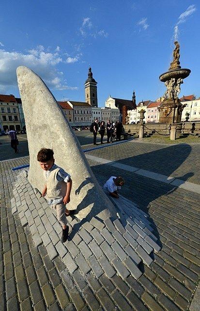 Výstava umění ve městě. Dravec Jaroslava Chramosty.