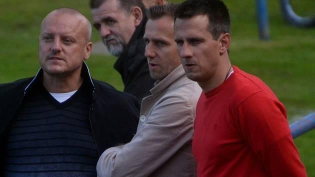 třetiligovému zápasu farmy Dynama s Převýšovem (3:0) přihlížel i generální manažer klubu Karel Poborský spolu s jedním z akcionářů Dynama Miroslavem Dvořákem a sportovním manažerem Martinem Vozábalem.