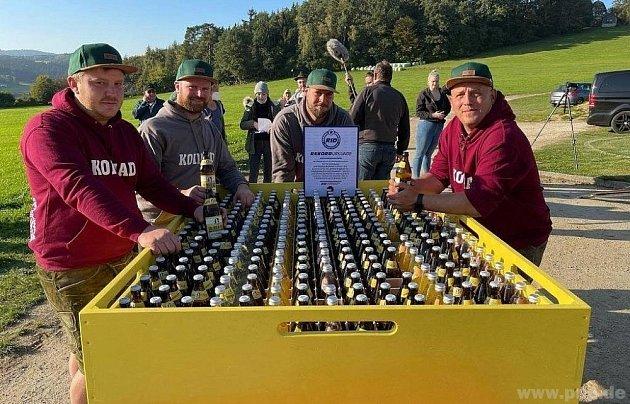 Světový rekord vnošení piva.
