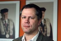 Kandidátem na rektora Jihočeské univerzity zvolili ve čtvrtek členové akademického senátu většinou 21 hlasu Tomáše Machulu (na snímku).