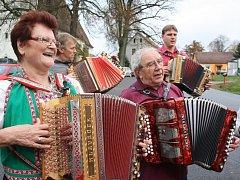 Příznivci lidové hudby se v sobotu sjeli do Rychnova u Nových Hradů na čtvrté setkání helikonkářů.