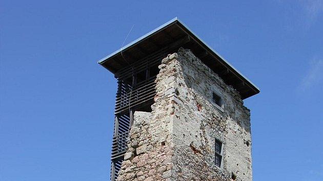 Věž dala práci!