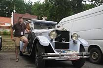 Petr Procházka se svým vzácným vozem Praga Grand z roku 1929.