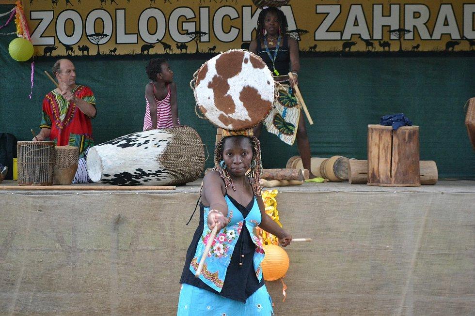 V neděli 8. srpna se rozezní bubny a zpěv africké skupiny Uganda Dancers Band.