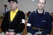 Jen osm let strávil ve vězení John Pacovský (vpravo), spolupachatel trojnásobné vraždy v Litvínovicích.