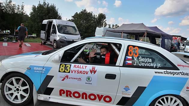 Českobudějovičtí Václav Šejda se spolujezdcem Jiřím Jevickým si jedou pro cenný bronz ve třídě 16 v letošní rallysprintové sérii.