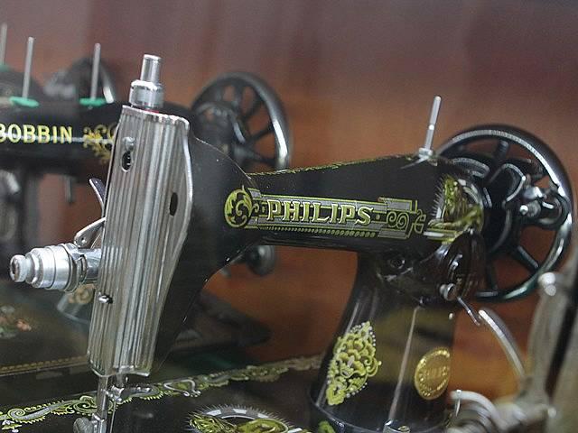 Starý šicí stroj. Ilustrační foto.