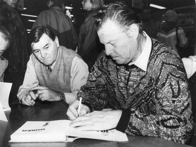 Antonín Španinger při autogramiádě knihy Ludvíka Mühlsteina Hvězdy z rybníků.
