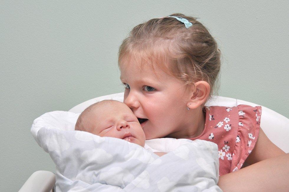 Matyáš Irdza ze Strakonic.Matyášek se narodil 7. 7. 2021 ve 12.01 hodin s porodní váhou 3590 g. Doma se na malého bratříčka těšila tříletá Mia.