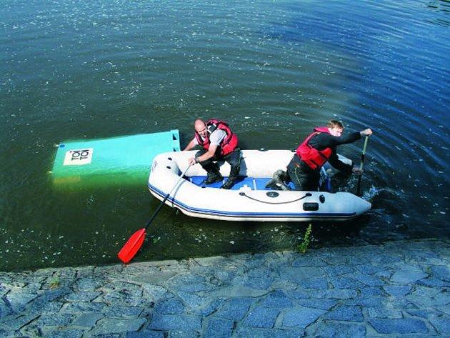 Jihočeští hasiči v loňském roce vytahovali z řek a rybníků nejenom auta, ale také chemické WC.