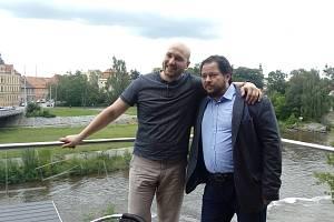 Tomáš Ondřej Pilař (vlevo) vystřídal na křesle šéfa opery Tomáše Studeného (vpravo).