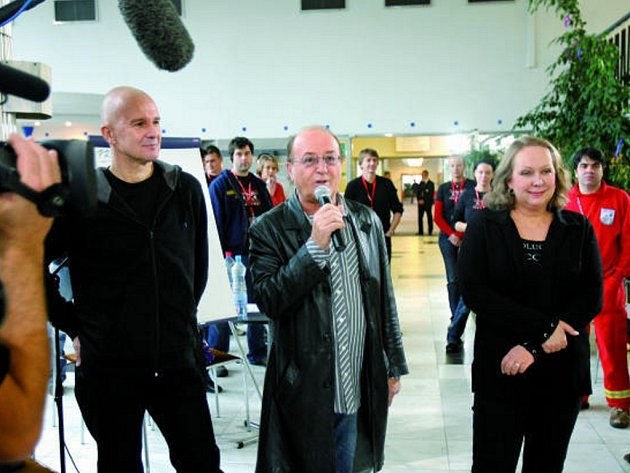 Přísná posádka členů  poroty, ve složení Ondřej Soukup, Petr Janda a Gabriela Osvaldová, popřála soutěžícím před začátkem druhého kola hodně zdaru.