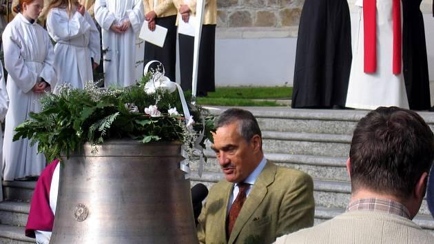 Karel Schwarzenberg u zvonu 2005.