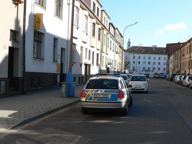 V Alešově ulici se žena pokusila o sebevraždu upálením.