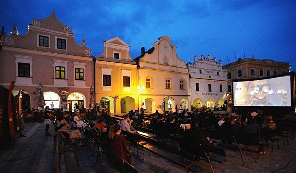 VTřeboni začal 5.května Anifilm, mezinárodní festival animovaných filmů. Na snímku večerní promítání na náměstí TGM.