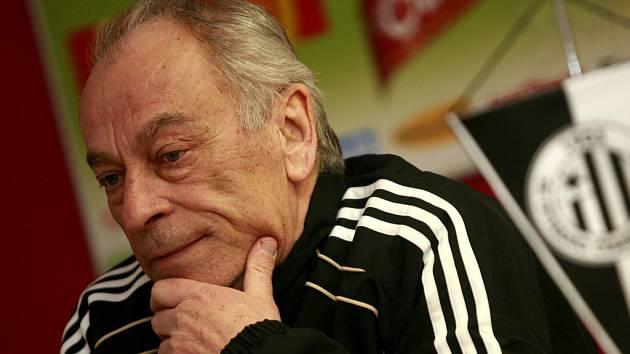Na nějaké radování a oslavování je příliš brzy, říká trenér František Cipro.