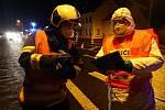 Jak hasiči pomáhají v současném boji proto koronavirové epidemii. Kontroly na hranicích.