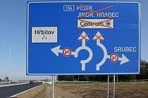 V částečném provozu je zatím spirálová křižovatka v Novohradské ulici ve směru na Nové Hodějovice.
