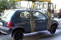 Vozidlo s fiktivní kupní smlouvou nechala policie odtáhnout.