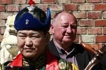Slavnostní otevření Vodárenské věže v Třeboni. V prostorách věže vznikla Galerie mongolského buddhistického umění. V sousedící budově investor založil Asijské kulturní centrum Třeboň.