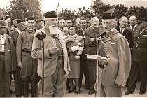 Slavnostní otevření dokončené sokolovny 14. června 1947 bylo v Českých Budějovicích velkou událostí. Na snímku starosta jednoty dr.  Autengruber přebírá při slavnosti symbolický stříbrný klíč od sokolovny.