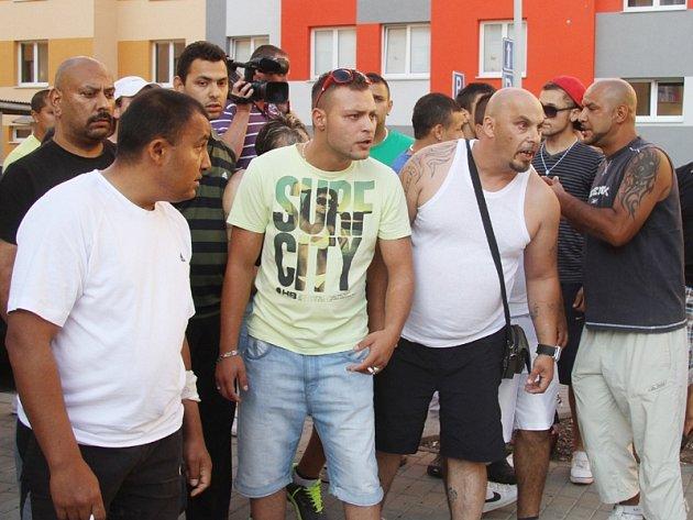 Již počtvrté se v sobotu 20. července sešli na budějovickém sídlišti Máj účastníci protiromské demonstrace. Protest však byl tentokrát mnohem mírnější než o předcházejících víkendech.
