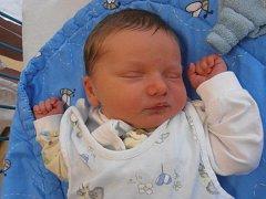 3,50 kg vážící Matthew Dean poprvé spatřil tento svět v neděli 27. 9. 2015 v 7 hodin a 26 minut. Čas svého dětství prožije v Hluboké nad Vltavou.