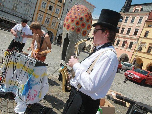 Buskers Fest v Českých Budějovicích. Na snímku Kabaret Kajbar.