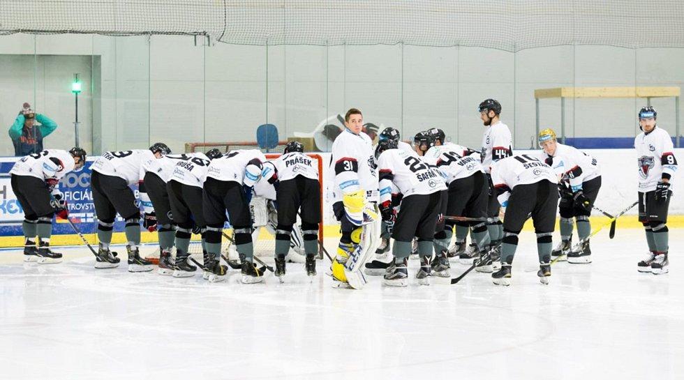 Atraktivní hokejový zápas se odehraje v pondělí večer.
