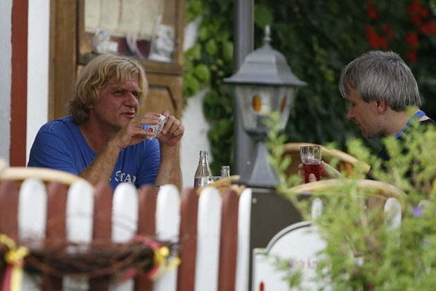 Setkání generací. Vroce 2010se na Folkové růži potkali Karel Plíhal a Jan Žamboch.