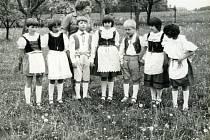 Snímky z historie Komařic.