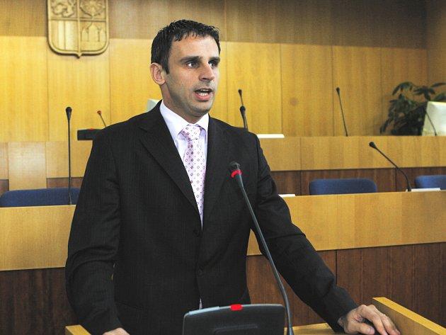 Na ustavujícím zasedání krajského zastupitelstva Jihočeského kraje byl zvolen novým hejtmane Jiří Zimola, starosta Nové Bystřice.