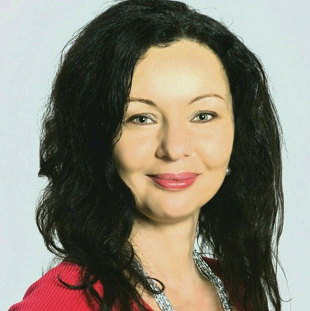 Eva Suchanová umí číst zkaret.