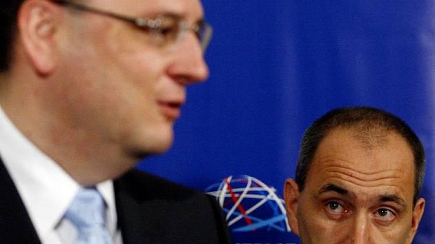 Premiér Petr Nečas uvedl do fuknce nového ministra průmyslu a obchodu Martina Kubu.