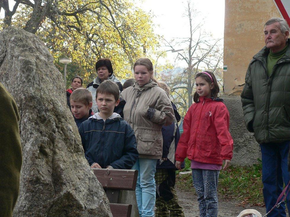 Odhalení pomníku letce Františka Bindera v Hojné Vodě.