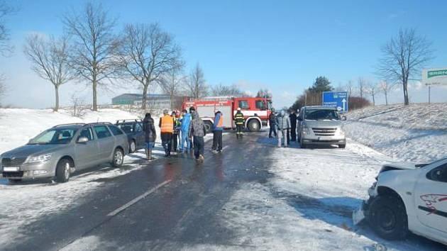 Hromadná nehoda u Neplachova - neděle 8. února 2015.