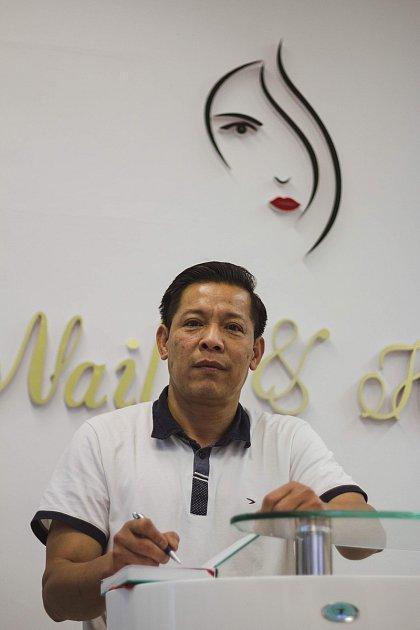 Šéf budějovického vietnamské komunity Hoang Hoa Tham žije vkrajském městě 30let.