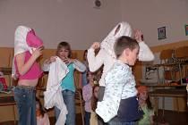 Zpestření pro děti v odpolední družině připravili ve čtvrtek v ZŠ J. Š. Baara v Českých Budějovicích.